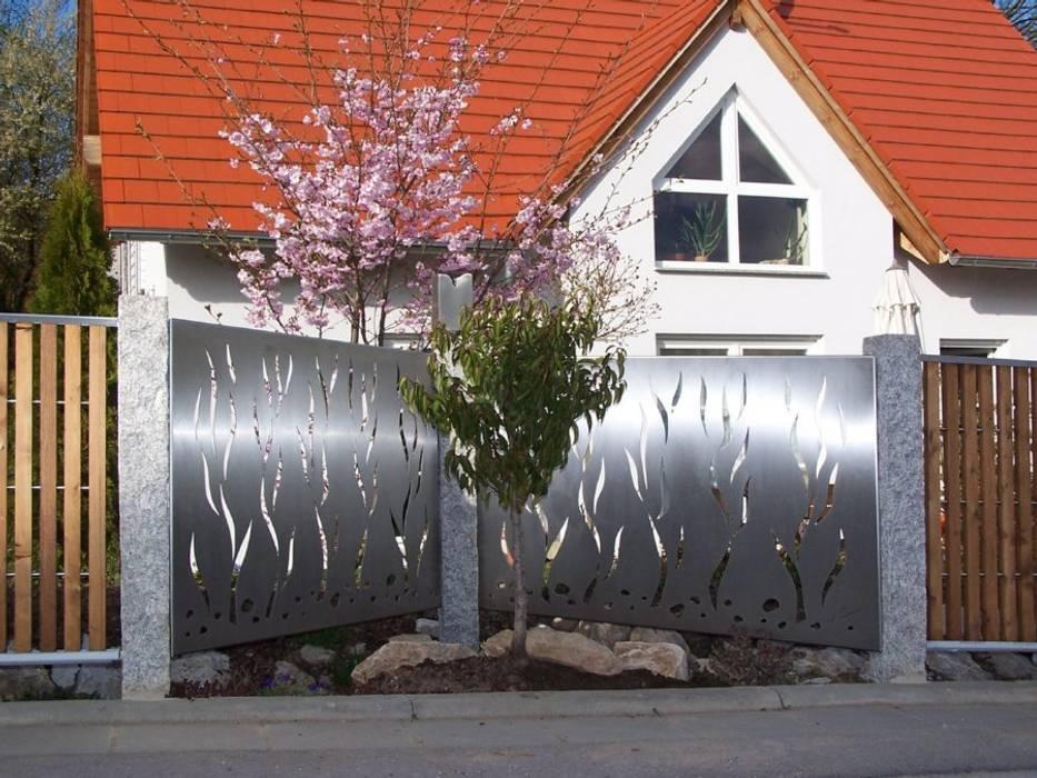modern  by Edelstahl Atelier Crouse - individuelle Gartentore, Modern