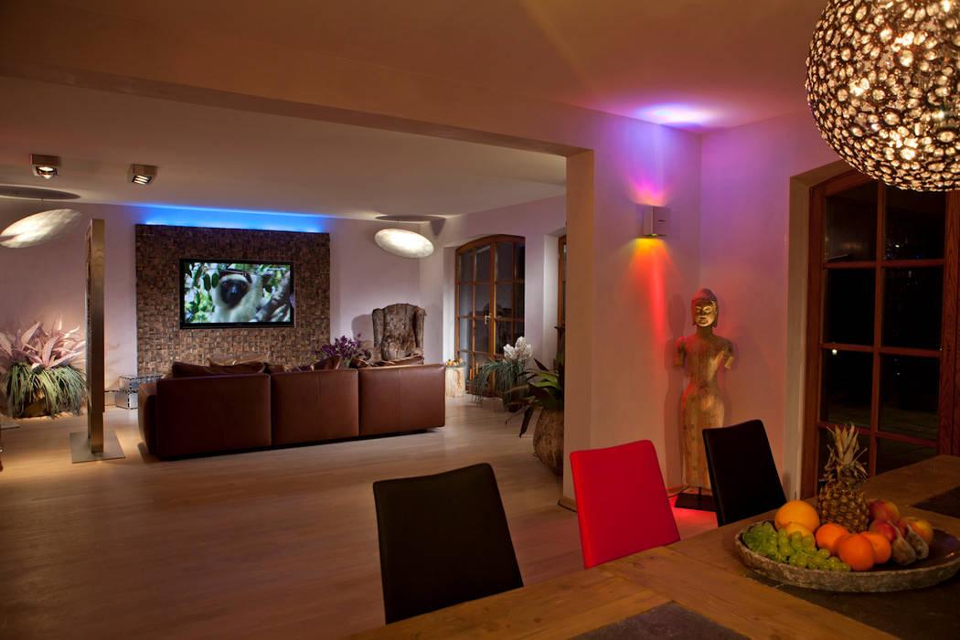 Ideen-Manufaktur mit Raum und Licht-Design für die Sinne:  Wohnzimmer von Design by Torsten Müller