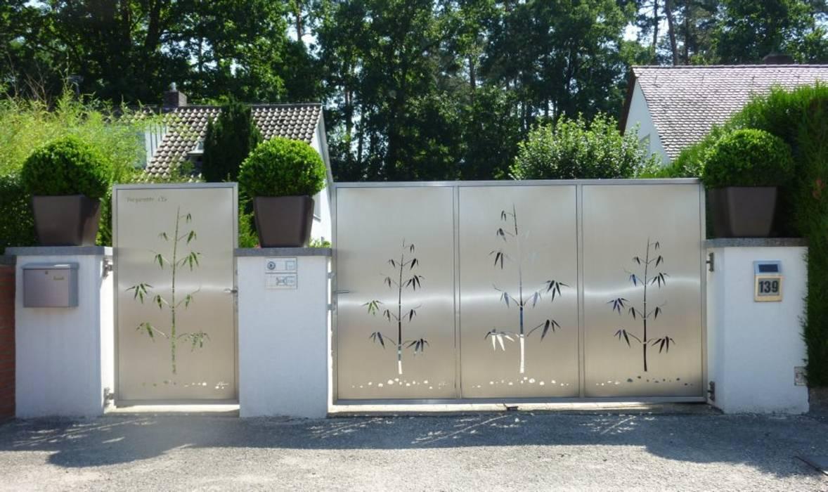 Edelstahl Einfahrtstor:  Garten von Edelstahl Atelier Crouse - Stainless Steel Atelier