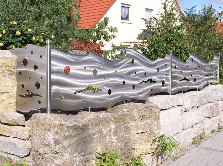 Edelstahl Sichtschutz Zaun Moderner Garten von Edelstahl Atelier Crouse: Modern