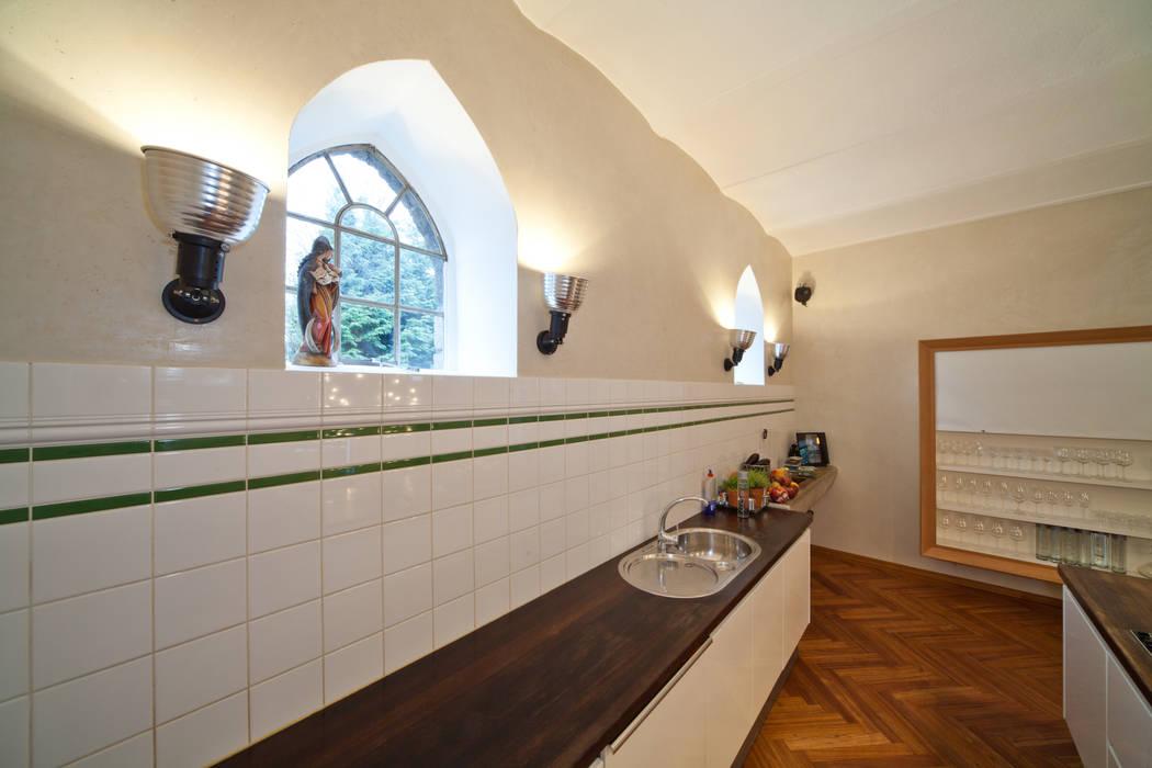 WOHN/ESSKÜCHE MIT MINERALPUTZ:  Küche von Einwandfrei - innovative Malerarbeiten oHG