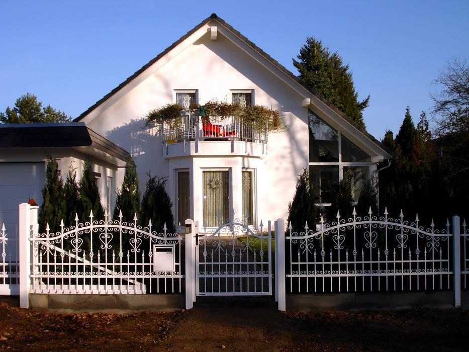 Triumph-Zaunsysteme 花園柵欄與牆
