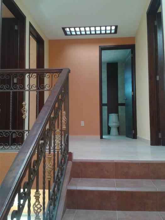 Vestibulo de recamaras DD Arquitectos Casas rústicas
