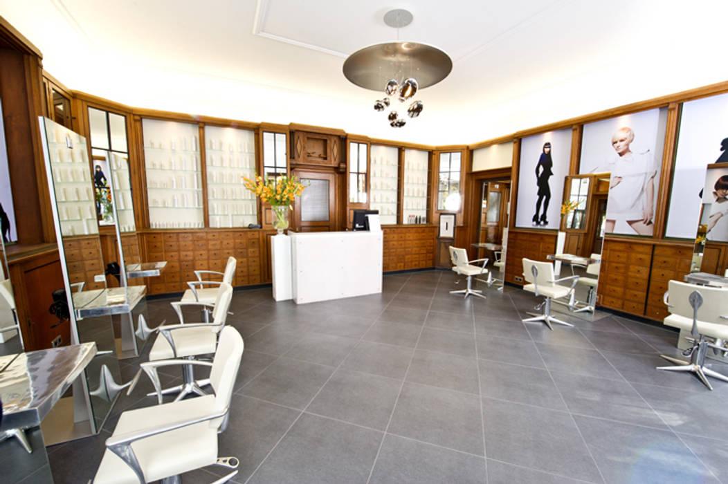 Carlos Hair Rustikale Ladenflächen von Tatjana von Braun Interiors Rustikal