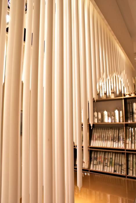 Kerzen-Kronleuchter Ausgefallene Geschäftsräume & Stores von homify Ausgefallen