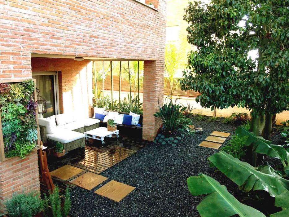 Сад в стиле модерн от Simbiosi Estudi Модерн
