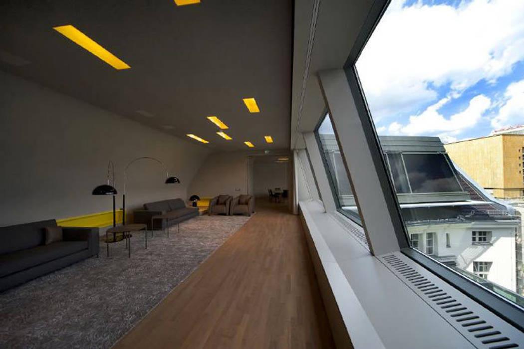 Fassade:  Wohnzimmer von a-base I büro für architektur