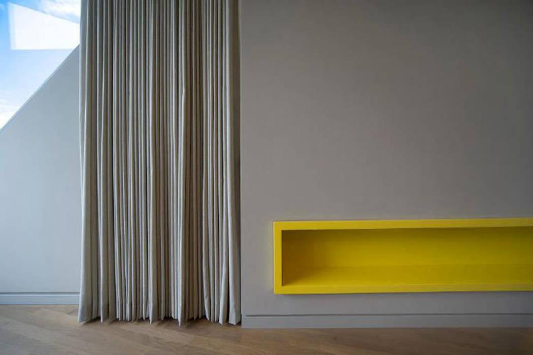 Detail Vorhang/ Zulufteinbaukasten a-base I büro für architektur Klassische Geschäftsräume & Stores