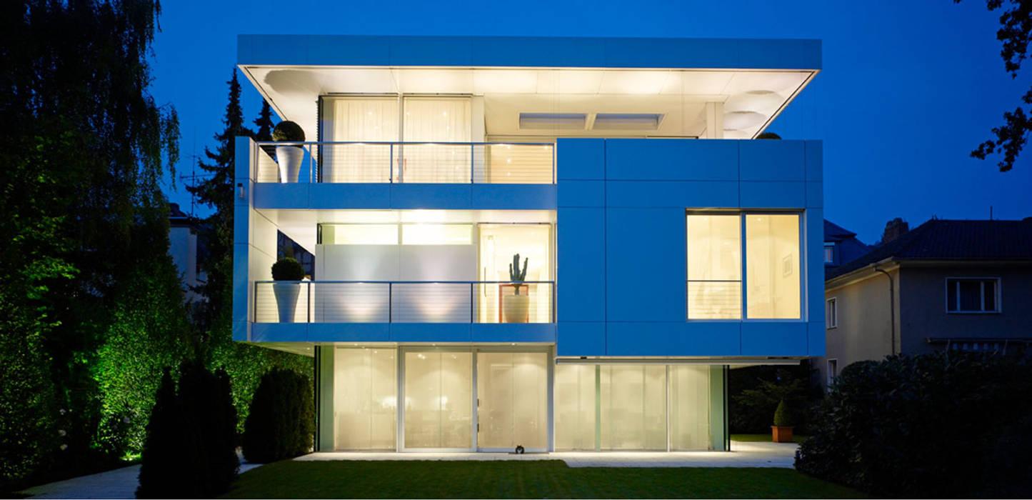 Villa bei Dämmerung Moderne Häuser von A-Z Architekten Modern