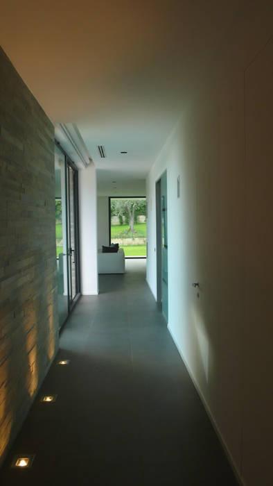 Couloir, entrée, escaliers modernes par Arch. Donato Panarese Moderne