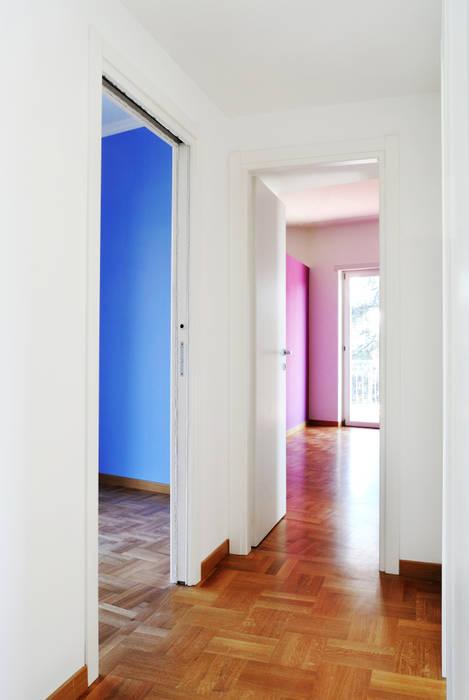 Le camere: Ingresso & Corridoio in stile  di CAFElab studio