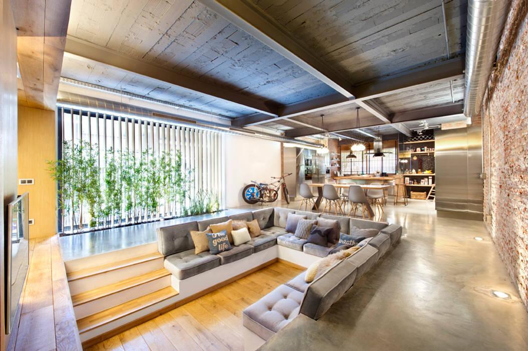 Bajo comercial convertido en loft (Terrassa) Salones rústicos de estilo rústico de Egue y Seta Rústico