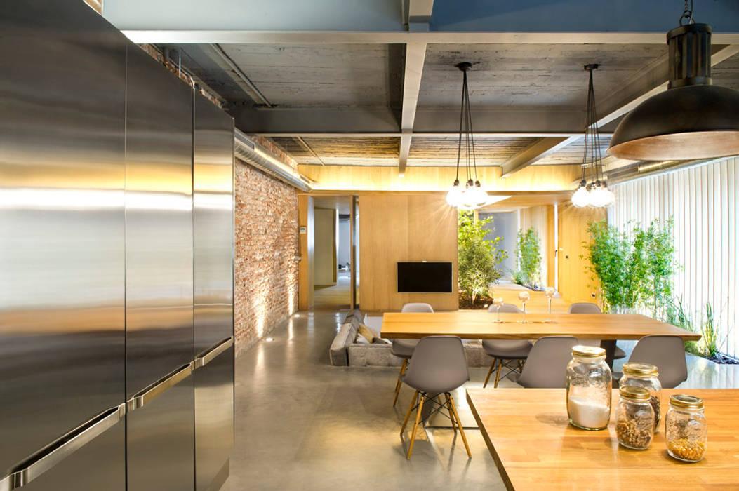 Bajo comercial convertido en loft (Terrassa) Egue y Seta Comedores de estilo rústico
