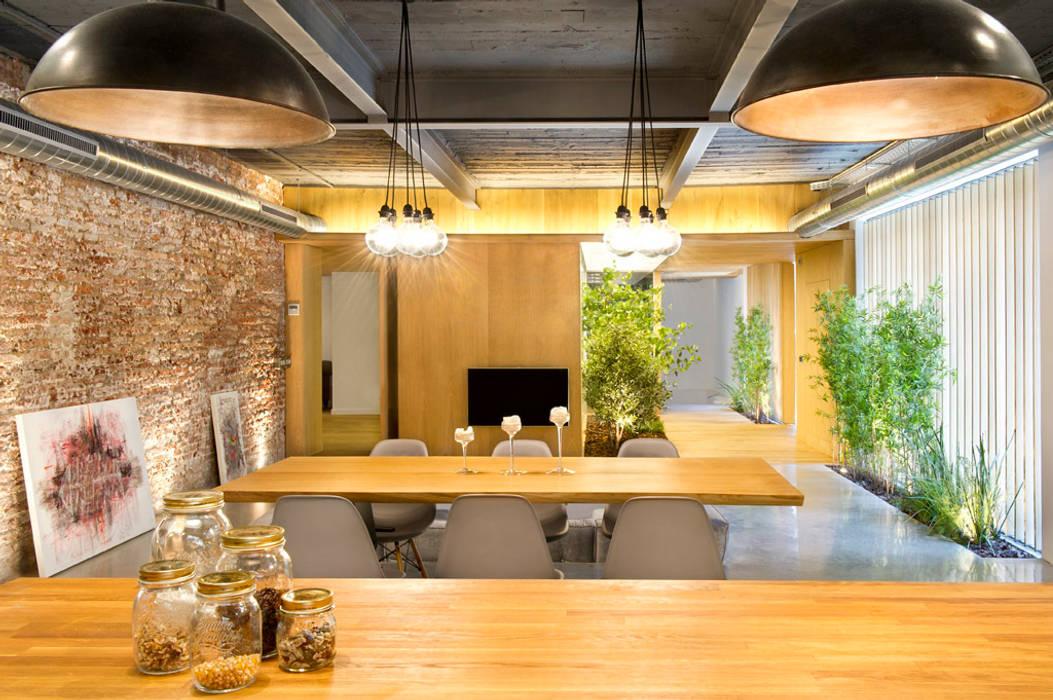 Rustic style dining room by Egue y Seta Rustic