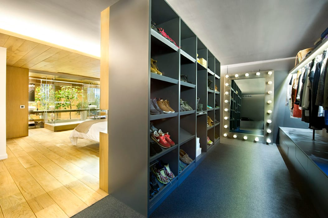 Eclectic style dressing room by Egue y Seta Eclectic