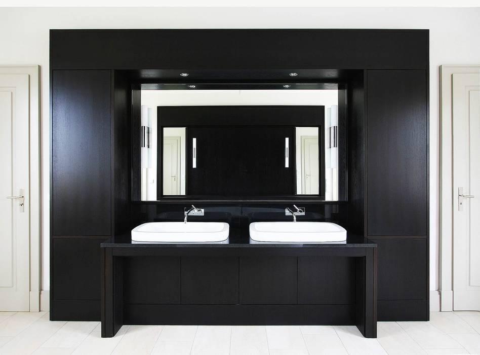 Bellevue zum Schloss - Villa mit Seitenflügeln und Hof:  Badezimmer von CG VOGEL ARCHITEKTEN