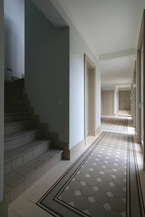 Bellevue zum Schloss - Villa mit Seitenflügeln und Hof:  Flur & Diele von CG VOGEL ARCHITEKTEN