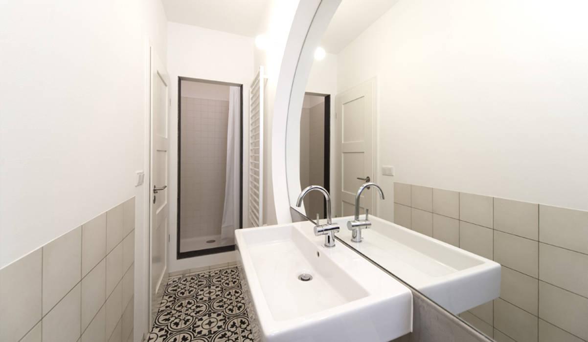 Badezimmer von Brut Deluxe Architecture + Design