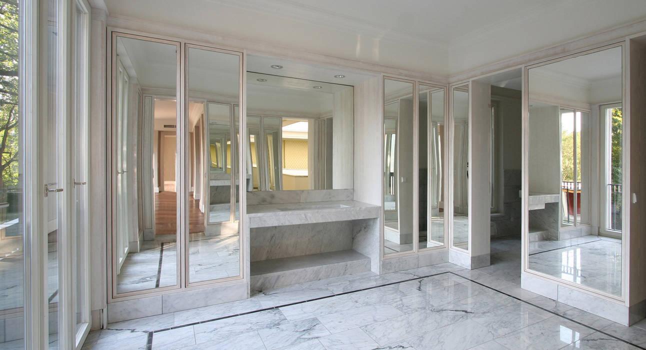Den Himmel im Haus - Residenz mit zentralem Lichthof:  Badezimmer von CG VOGEL ARCHITEKTEN