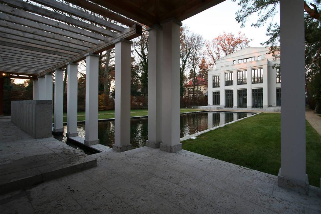 Den Himmel im Haus - Residenz mit zentralem Lichthof Klassische Pools von CG VOGEL ARCHITEKTEN Klassisch