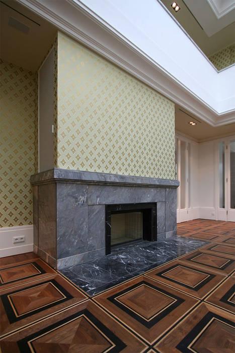 Den Himmel im Haus - Residenz mit zentralem Lichthof:  Wohnzimmer von CG VOGEL ARCHITEKTEN
