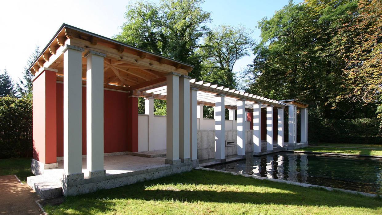 Den Himmel im Haus - Residenz mit zentralem Lichthof:  Pool von CG VOGEL ARCHITEKTEN