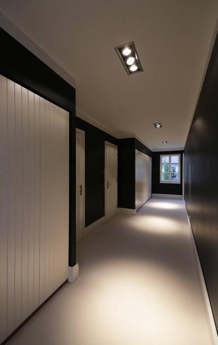 Mut zur Symmetrie - Klassisches Wohnhaus am Waldrand:  Ankleidezimmer von CG VOGEL ARCHITEKTEN