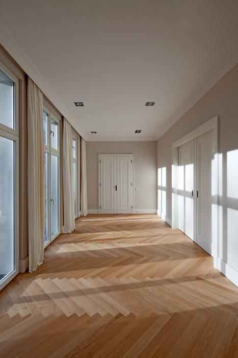 Mut zur Symmetrie - Klassisches Wohnhaus am Waldrand Klassische Esszimmer von CG VOGEL ARCHITEKTEN Klassisch
