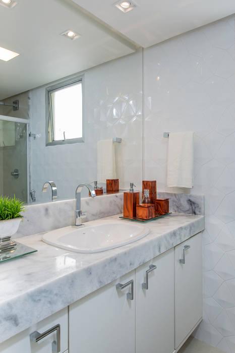 Milla Holtz & Bruno Sgrillo Arquitetura Classic style bathroom