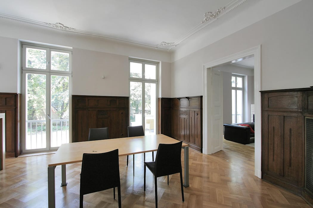 Klassisch und modern - Vom Stadtpalais zum Apartmenthaus: klassische Wohnzimmer von CG VOGEL ARCHITEKTEN