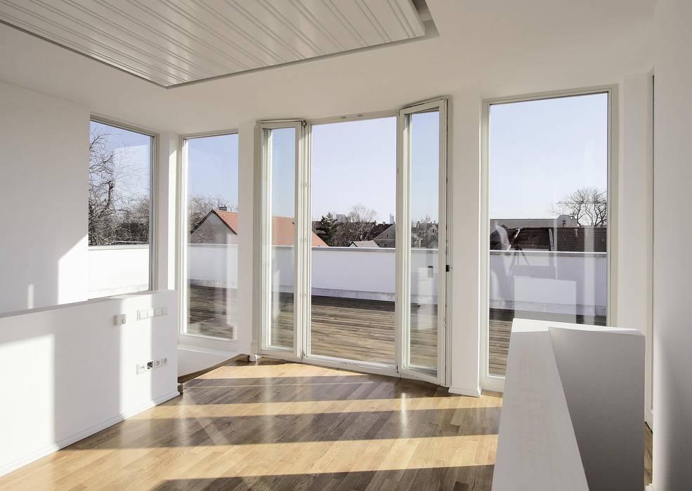 Klassisch und modern - Vom Stadtpalais zum Apartmenthaus Klassischer Balkon, Veranda & Terrasse von CG VOGEL ARCHITEKTEN Klassisch