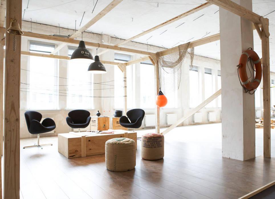 Industrial style office buildings by Studio Uwe Gaertner Interior Design & Photography Industrial