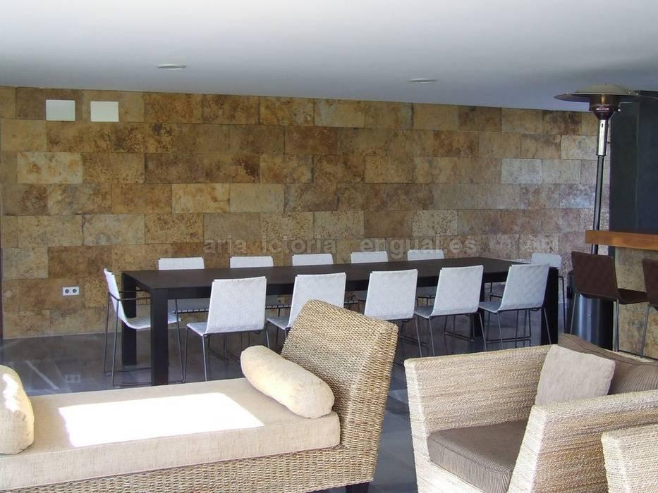 Mesa para exterior diseño exclusivo para el cliente.: Jardines de estilo  de MUMARQ ARQUITECTURA E INTERIORISMO