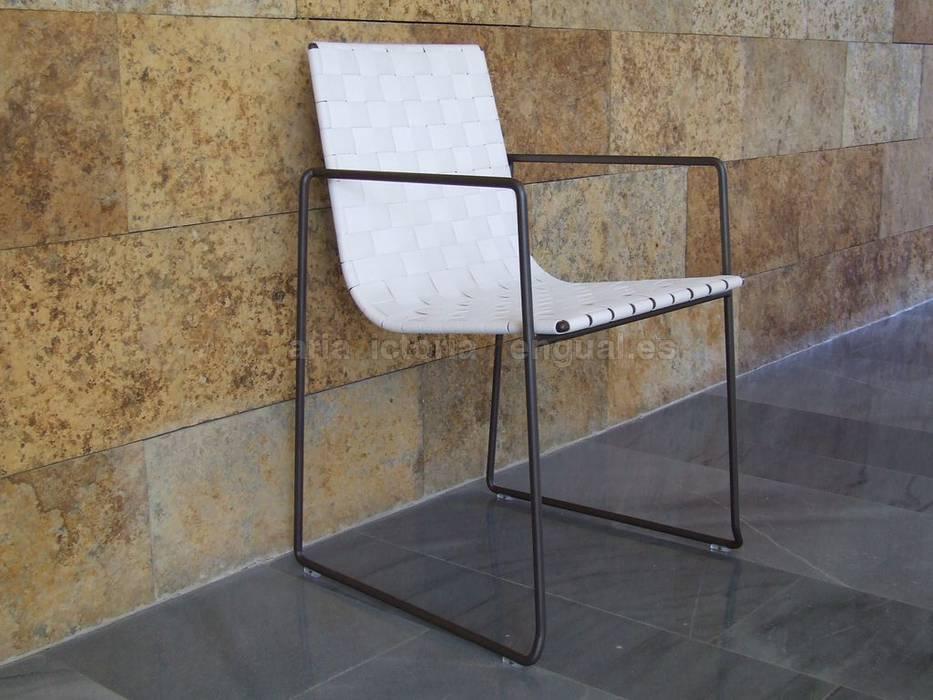 Sillón para mesa de exterior Jardines de estilo moderno de MUMARQ ARQUITECTURA E INTERIORISMO Moderno