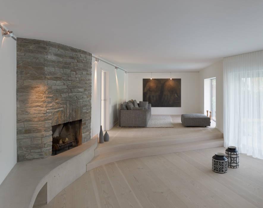 Wohn- und Esszimmer:  Wohnzimmer von Architektur Sommerkamp