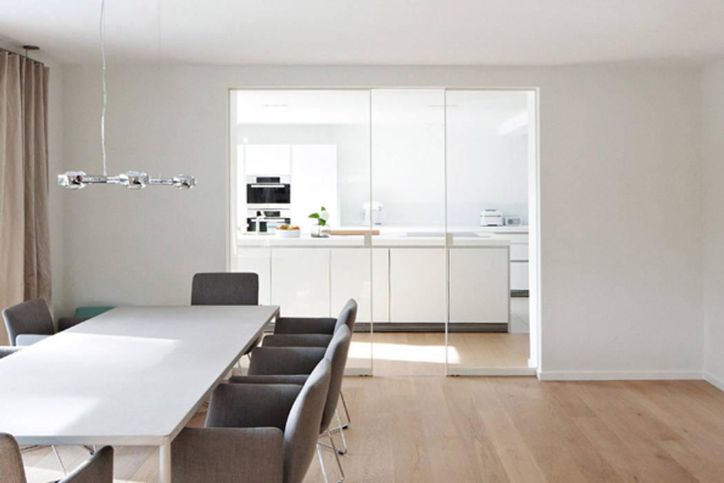 Alurahmen-Schiebetür AR10 Moderne Wohnzimmer von KUHN GmbH Modern