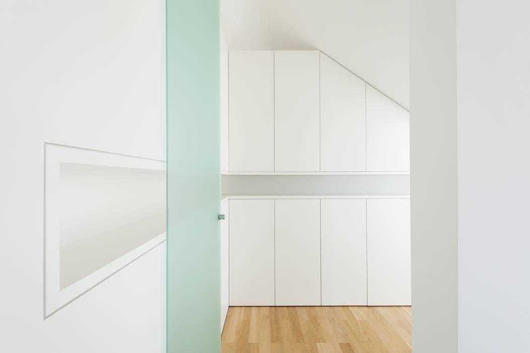 exclusives Möbeldesign:  Ankleidezimmer von innenarchitektur-rathke
