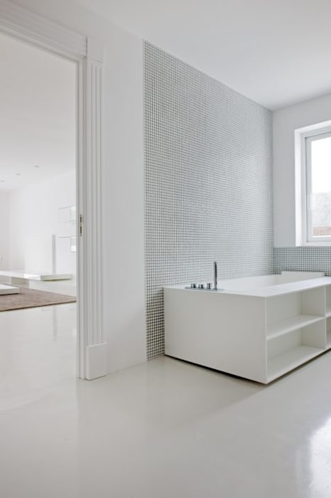 Baño - The White House: Baños de estilo moderno de Bernadó Luxury Houses