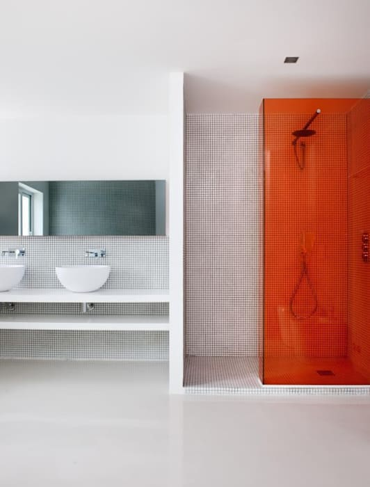 Baño - The White House: Baños de estilo  de Bernadó Luxury Houses, Moderno