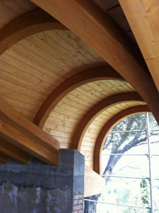 Curved roofing:  Garden by EcoCurves - Bespoke Glulam Timber Arches
