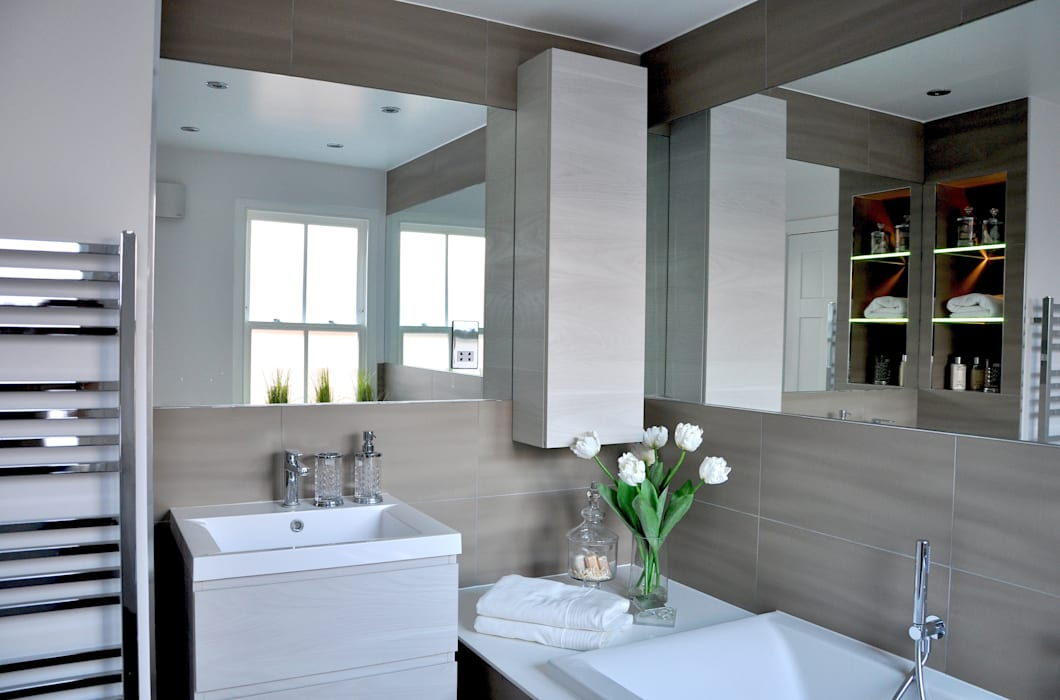 Large Main Bathroom Redesign homify Classic style bathroom