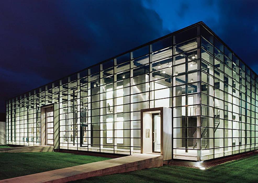 Unternehmensgebäude in Freiburg/Br. IONDESIGN GmbH Moderne Geschäftsräume & Stores