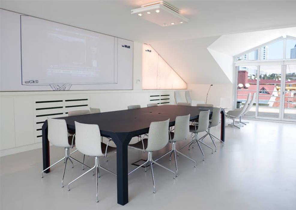 de IONDESIGN GmbH Moderno
