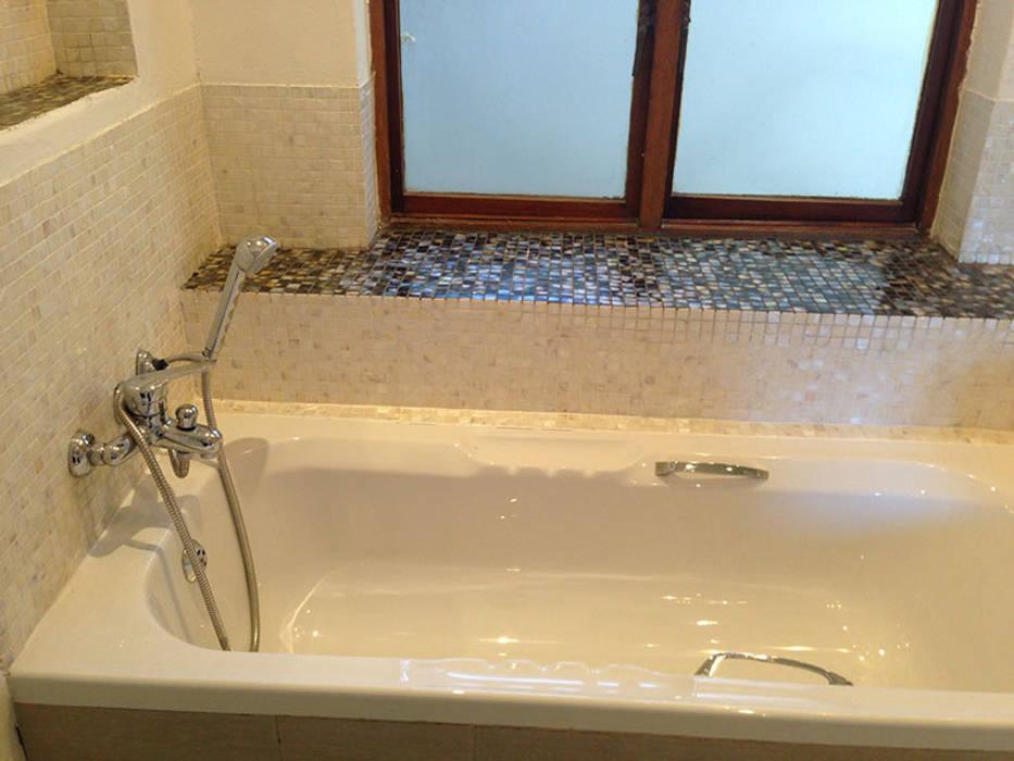 Pure white freshwater and black lip mother of pearl mosaics Modern bathroom by ShellShock Designs Modern