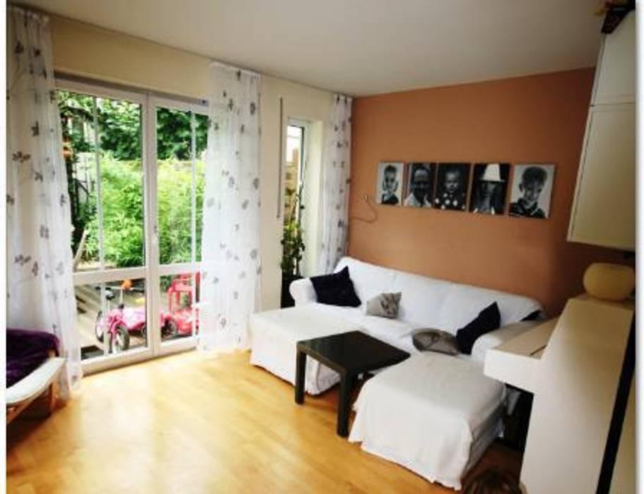 Wohnzimmer vorher:  Wohnzimmer von Münchner home staging Agentur GESCHKA