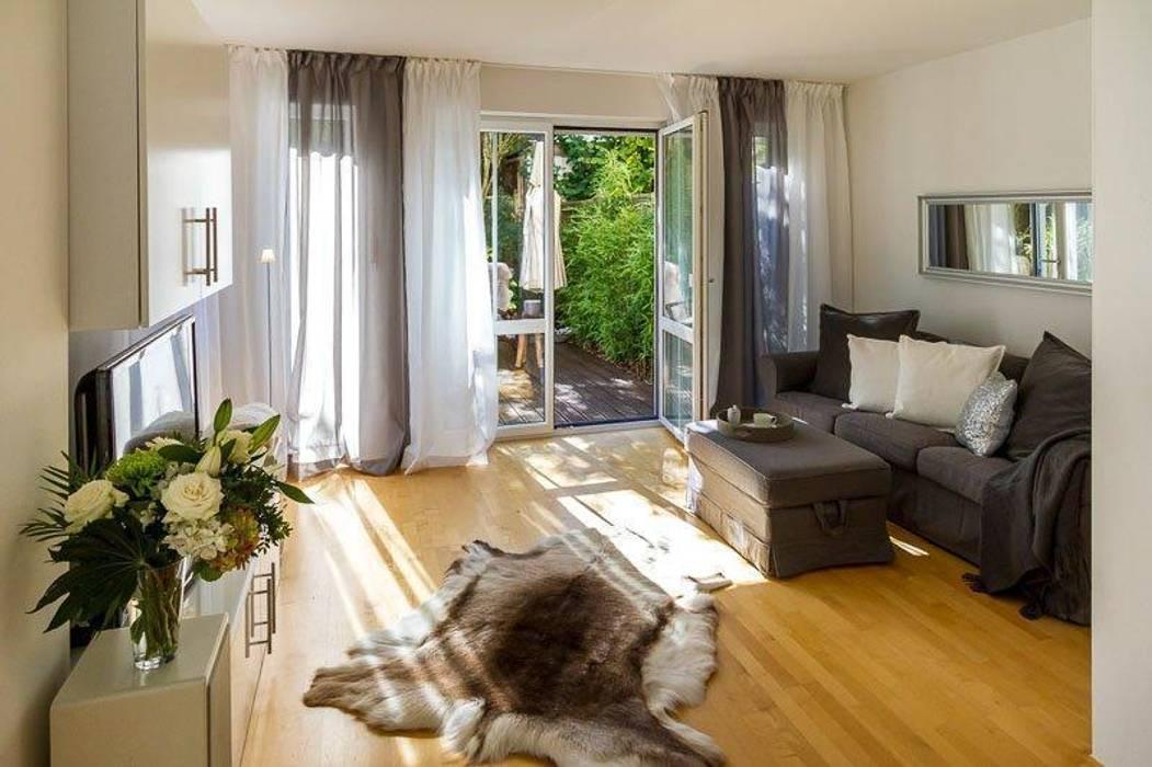 Wohnzimmer - nachher: klassische Wohnzimmer von Münchner home staging Agentur GESCHKA