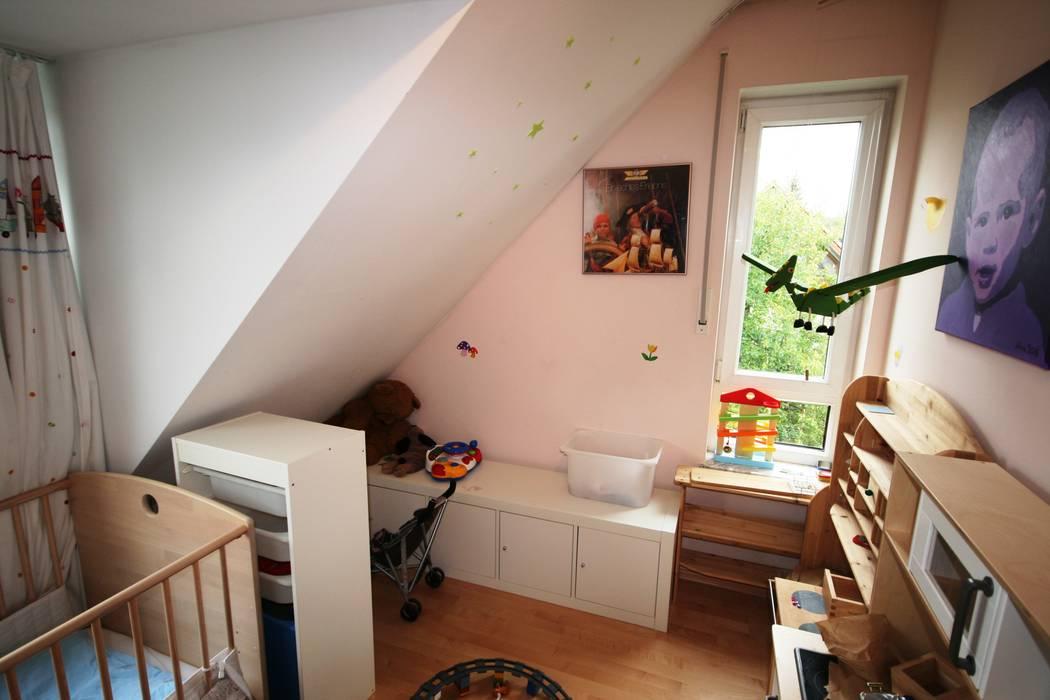Kinderzimmer - vorher: klassische Kinderzimmer von Münchner home staging Agentur GESCHKA