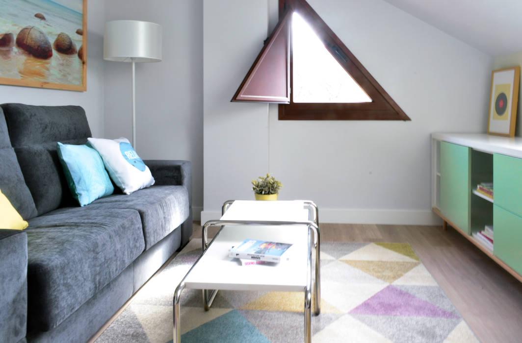 Dormitorio + ocio + trabajo + relax...: Estudios y despachos de estilo escandinavo de TEKNIA ESTUDIO