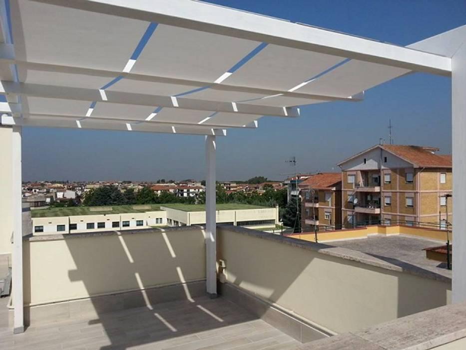 Gazebo con teli Balcone, Veranda & Terrazza in stile moderno di RicreArt - Italmaxitetto Moderno