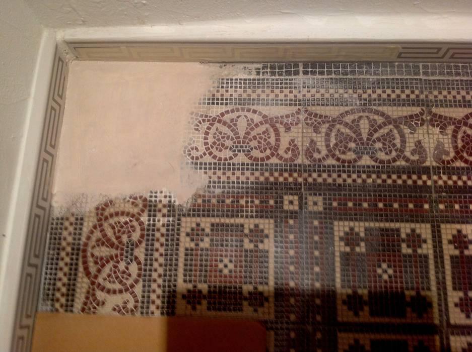 Treppenhaus Fliesenboden restauriert ,ergänzt und aufgearbeitet:  Flur & Diele von Illusionen mit Farbe